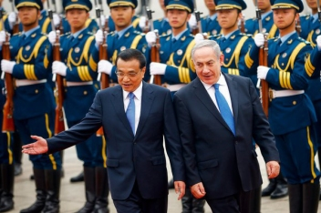 Benjamin Netanyahu, right, and China's premier, Li Keqiang, in 2013.